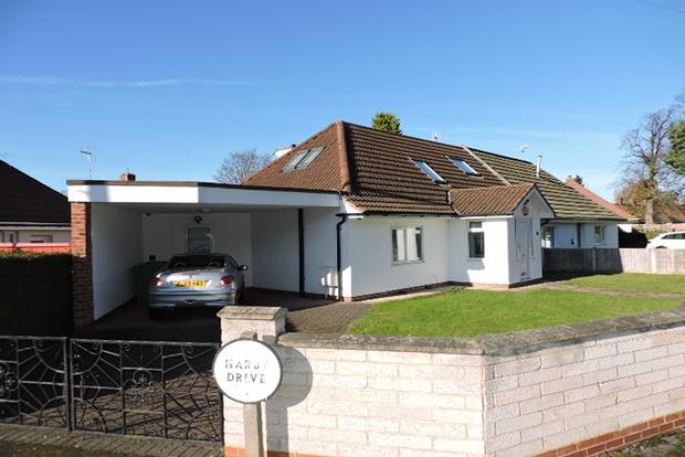 3 Bedrooms Bungalow for sale in Orston Drive, Wollaton, Nottingham, NG8