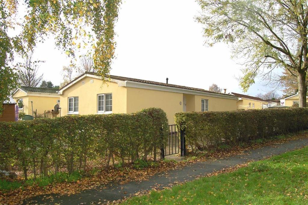 2 Bedrooms Bungalow for sale in Orchard Park Lane, Orchard Park, Elton