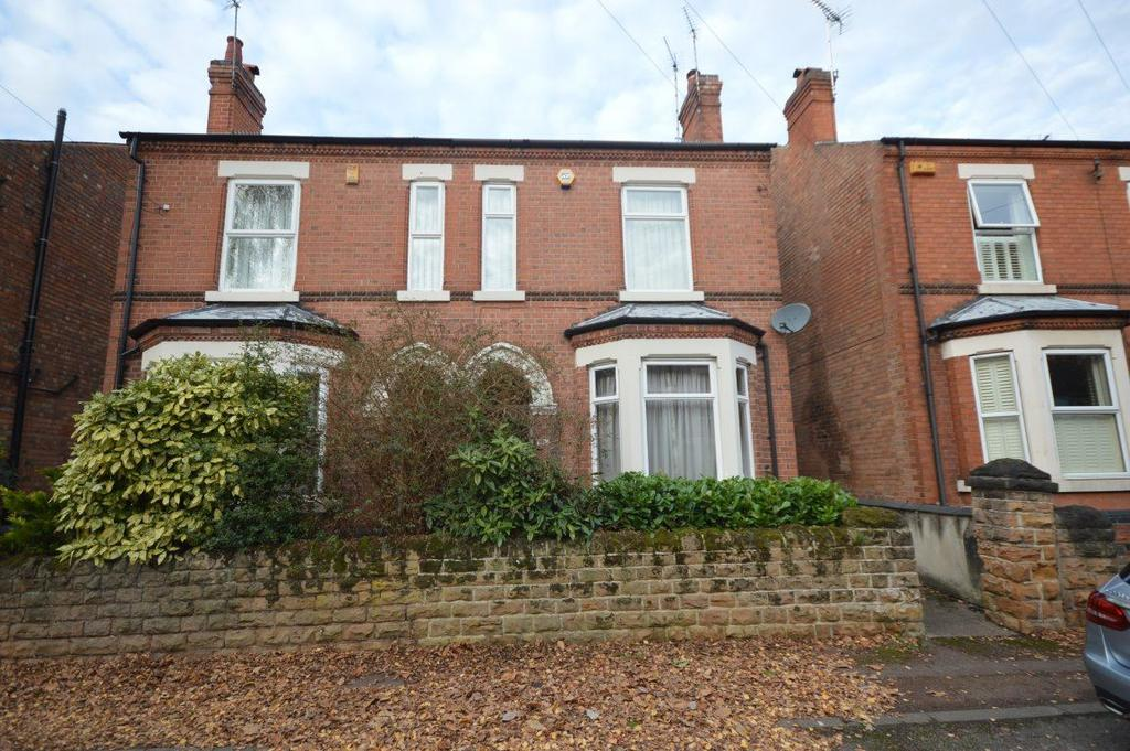 3 Bedrooms Semi Detached House for rent in Mona Road, West Bridgford