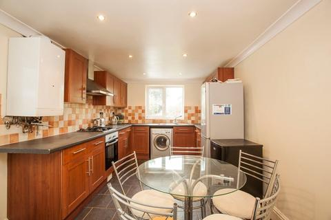 5 bedroom detached house to rent - Parker Road, Winton