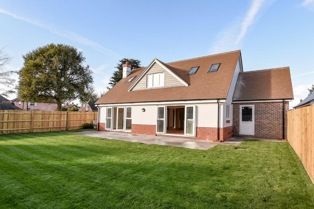 4 Bedrooms Detached House for sale in Austen Gardens, Bound Lane, Hayling Island, PO11