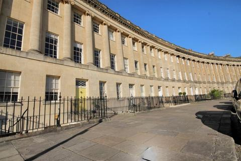 3 bedroom apartment to rent - Royal Crescent