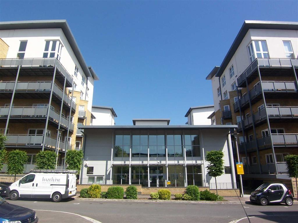 3 Bedrooms Apartment Flat for sale in Metropolitan Station Approach, Watford, Hertfordshire