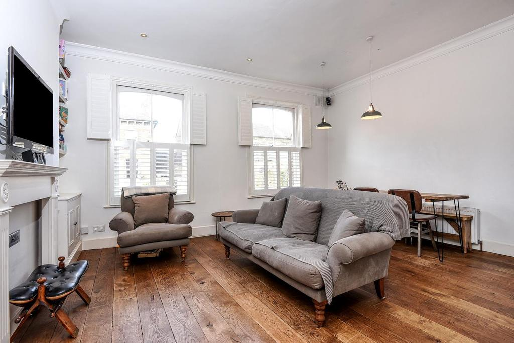 3 Bedrooms Flat for sale in Cologne Road, Battersea