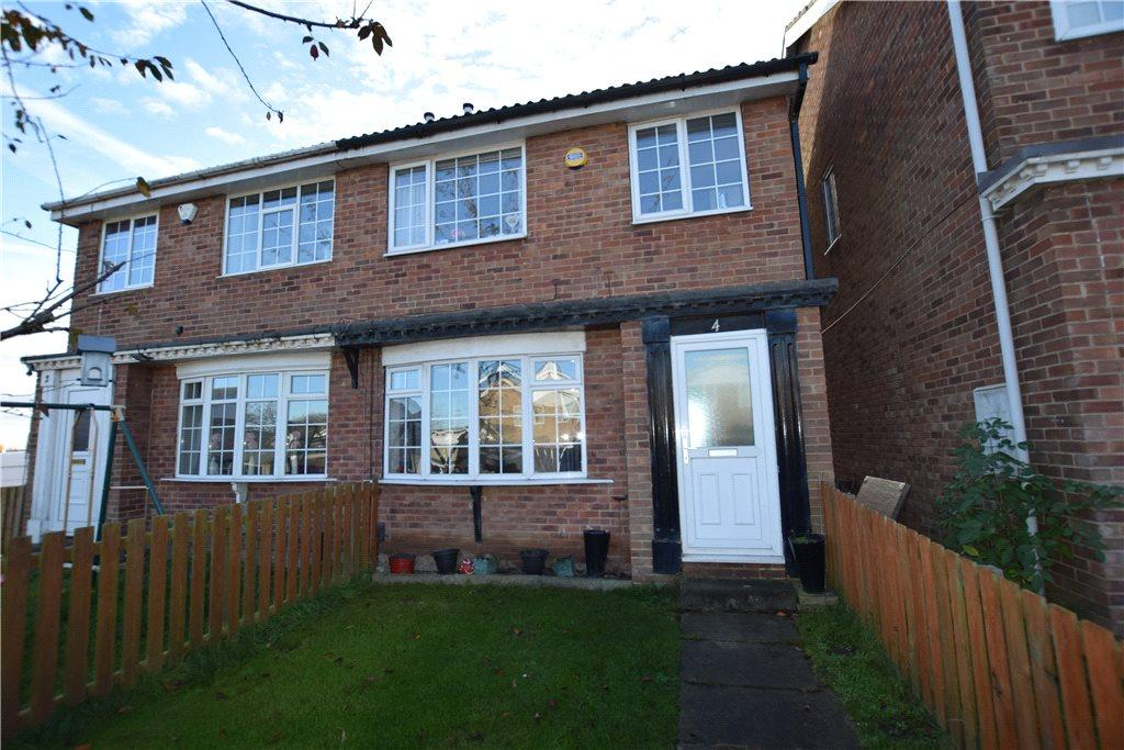 3 Bedrooms Semi Detached House for sale in Lawns Croft, Leeds, West Yorkshire