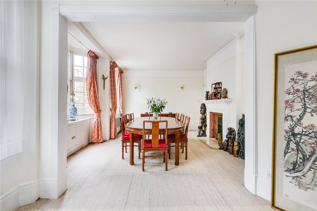 4 Bedrooms Flat for sale in Coleherne Court, Old Brompton Road, London
