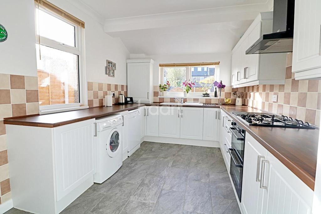 2 Bedrooms Terraced House for sale in Kitchener Road, Walthamstow