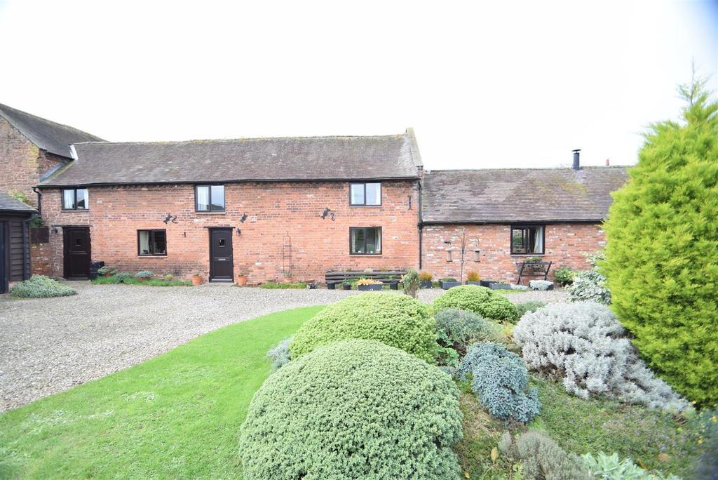 3 Bedrooms Barn Conversion Character Property for sale in 4 Top Farm Barns, Pitchford, Shrewsbury, SY5 7DW