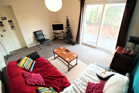 4 bedroom semi-detached house to rent - Chapel Fold, Hyde Park, LS6 3RG