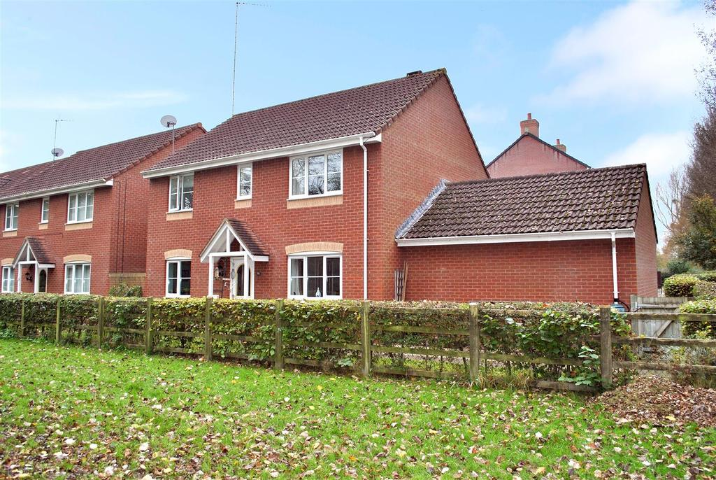 4 Bedrooms Detached House for sale in Severn Drive