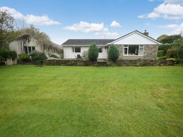 4 Bedrooms Detached Bungalow for sale in Bramley Lane Hipperholme Halifax