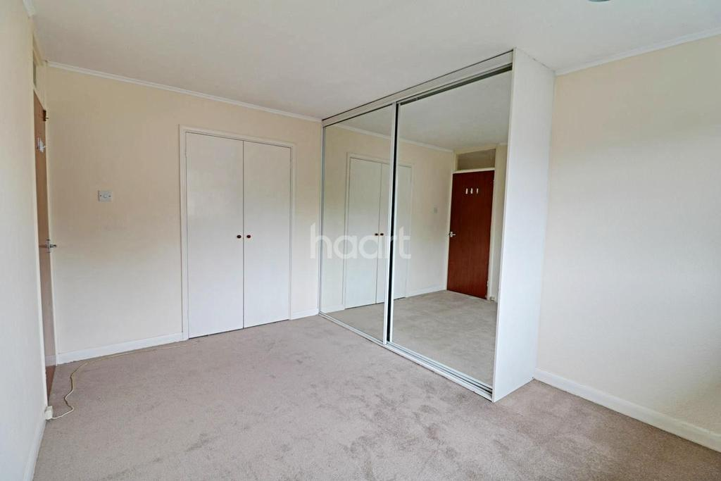 3 Bedrooms Terraced House for sale in Longleat Square, Farnborough