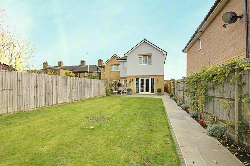 5 Bedrooms Semi Detached House for sale in Crossley Close, Biggin Hill