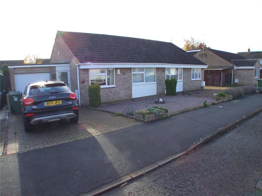 2 Bedrooms Semi Detached Bungalow for sale in Crowson Crescent, Northborough, Peterborough, Cambridgeshire, PE6
