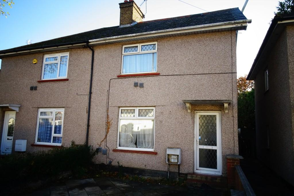 4 Bedrooms Semi Detached House for sale in Hatton Road, Bedfont, TW14