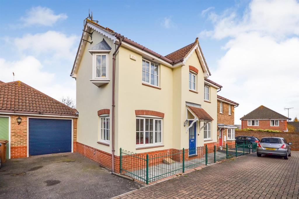 3 Bedrooms House for sale in Silvester Way, Springfield, Chelmsford