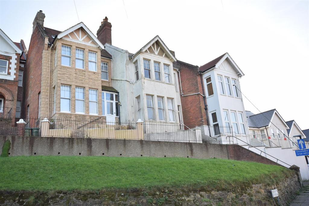 3 Bedrooms Terraced House for sale in Wellington Gardens, Hastings