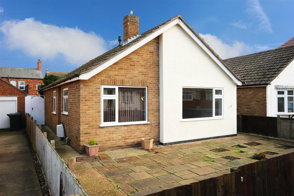 3 Bedrooms Detached Bungalow for sale in 12 Somersby Avenue, Mablethorpe