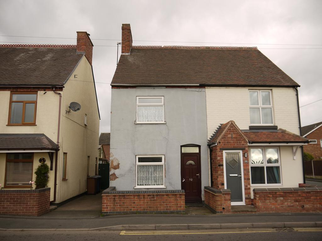 2 Bedrooms Semi Detached House for sale in 72 Cannock Road, Chase Terrace, Burntwood, WS7 1JP (For Sale by Auction Monday 4th December 2017)