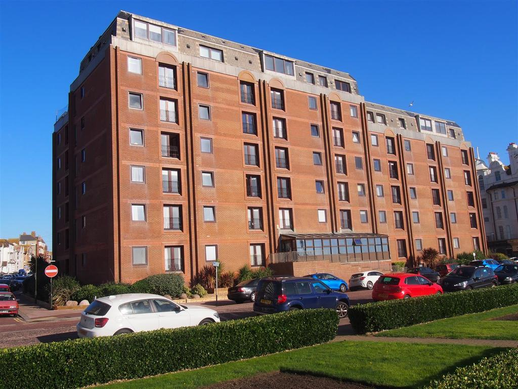 2 Bedrooms Flat for sale in 35-37 Marina, Bexhill-on-Sea