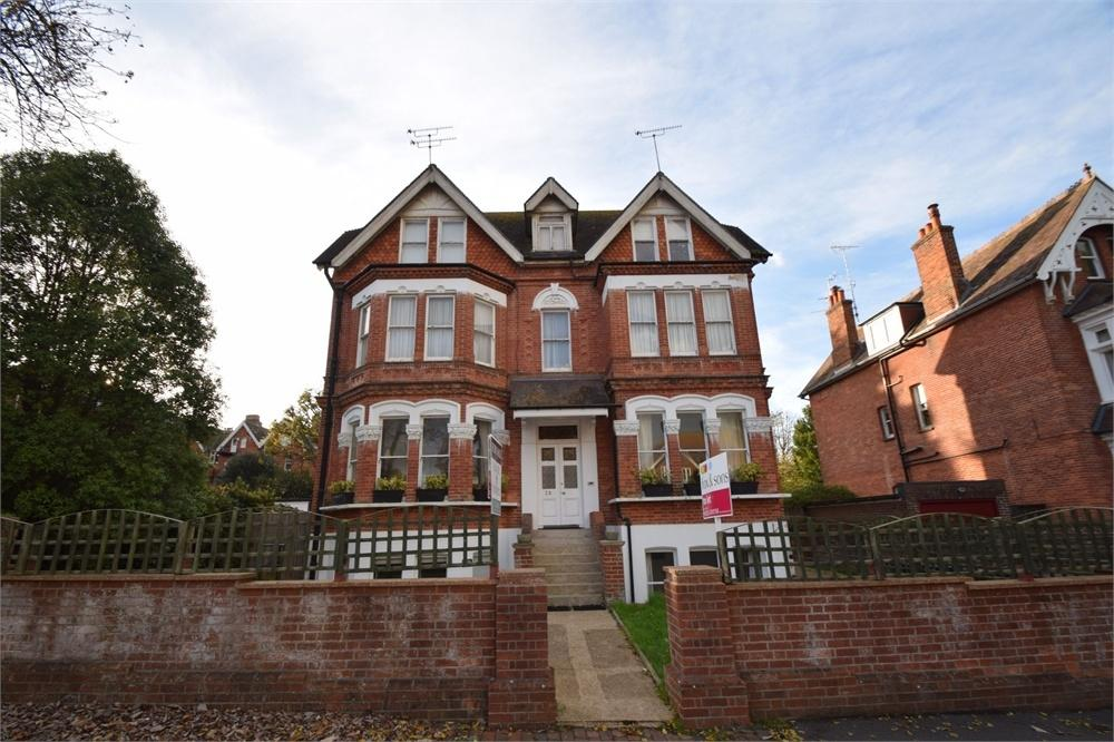 3 Bedrooms Flat for sale in Grassington Road, Lower Meads, East Sussex