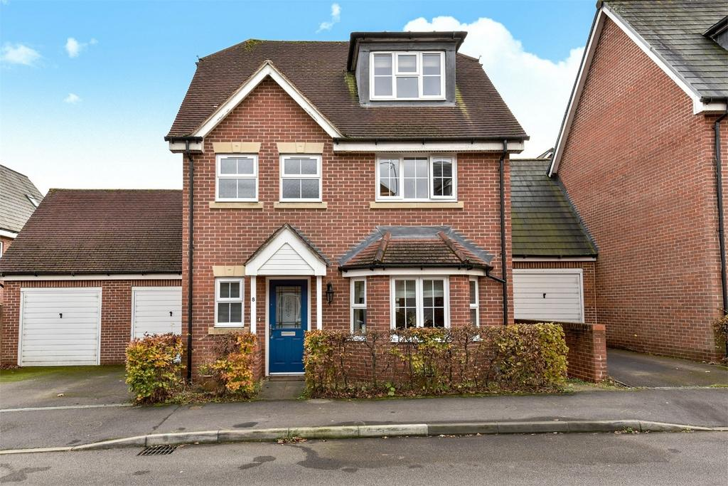 5 Bedrooms Link Detached House for sale in Bordon, Hampshire