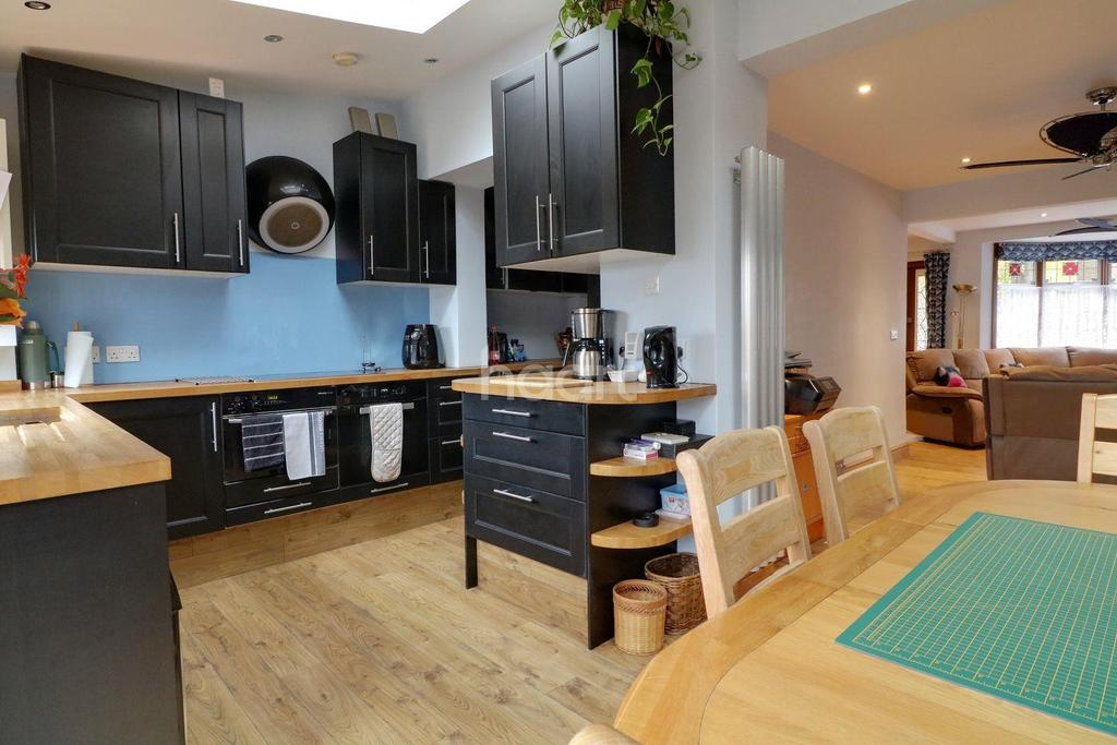3 Bedrooms Terraced House for sale in Fyfield Road, Walthamstow