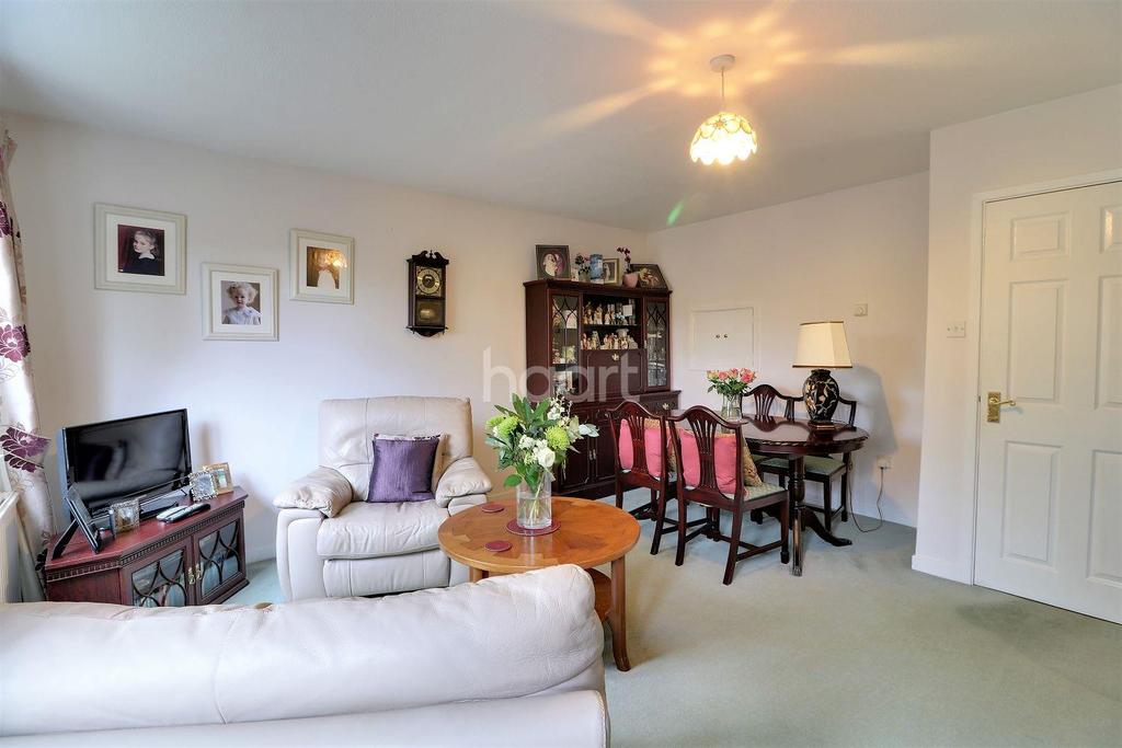 3 Bedrooms Terraced House for sale in Hurst Close, Liphook, Hampshire