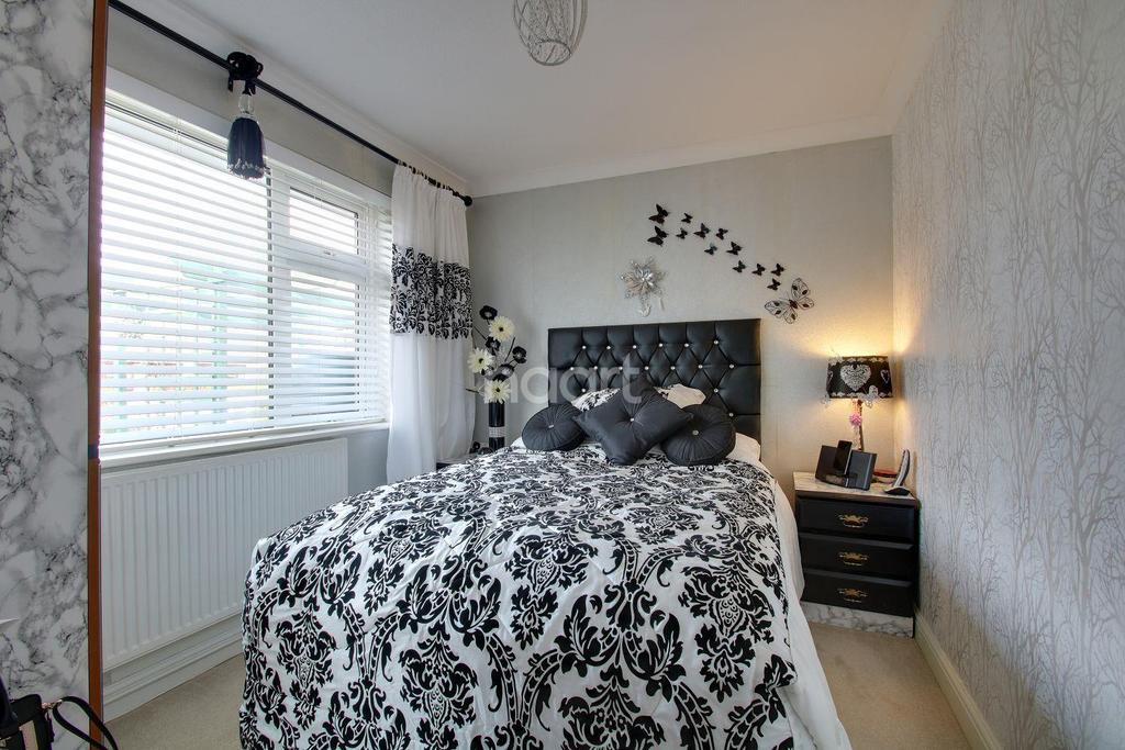 2 Bedrooms Bungalow for sale in Kent Avenue, Minster on Sea