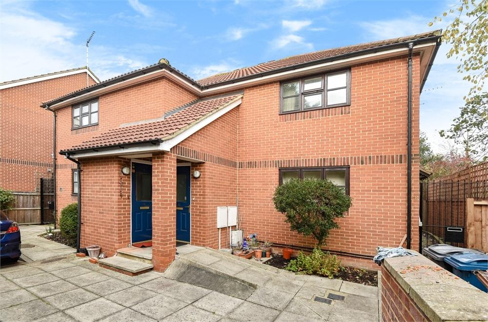 1 Bedroom Maisonette Flat for sale in Yewtree Close, North Harrow, Greater London