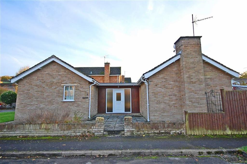 2 Bedrooms Detached Bungalow for sale in Morlands Drive, Charlton Kings, Cheltenham, GL53