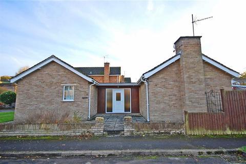 2 bedroom detached bungalow for sale - Morlands Drive, Charlton Kings, Cheltenham, GL53