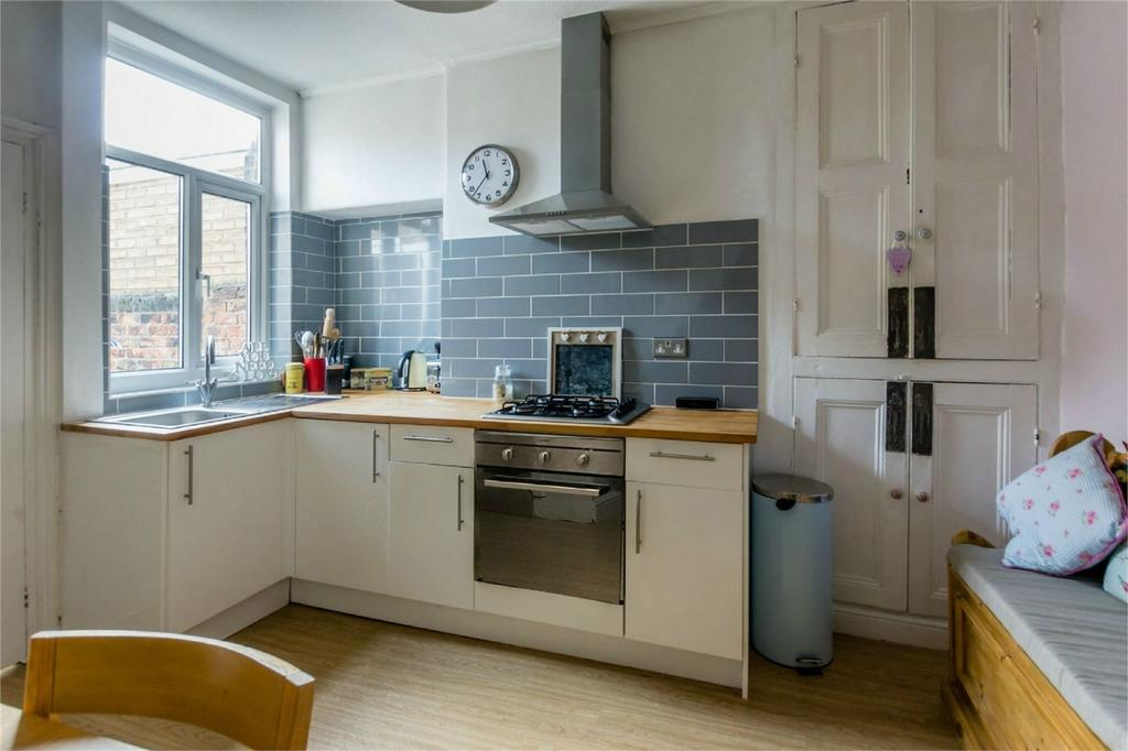 2 Bedrooms Terraced House for sale in Albany Street, York