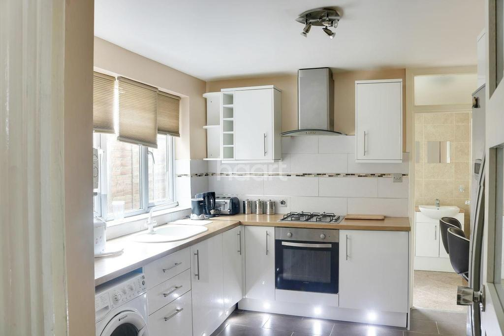3 Bedrooms Terraced House for sale in Cann Hall Road