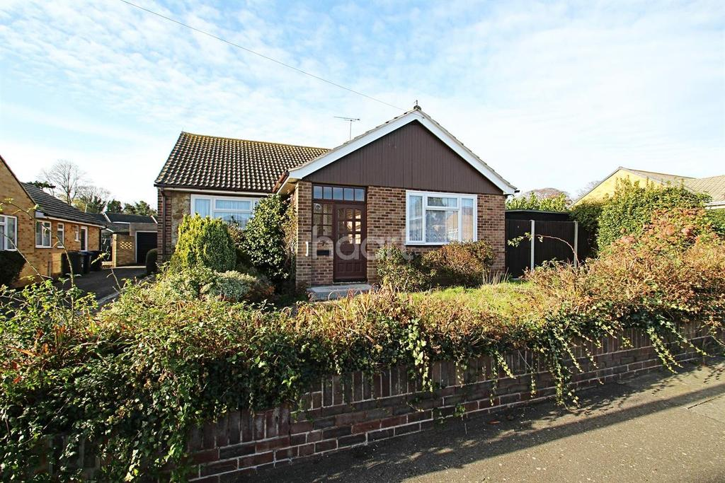 3 Bedrooms Bungalow for sale in Kendal Rise, Broadstairs, CT10