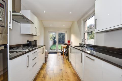 2 bedroom house to rent - Benhill Road London SE5
