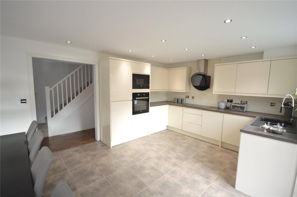 4 Bedrooms Detached House for sale in Cottingham Drive, Pontprennau, Cardiff, CF23