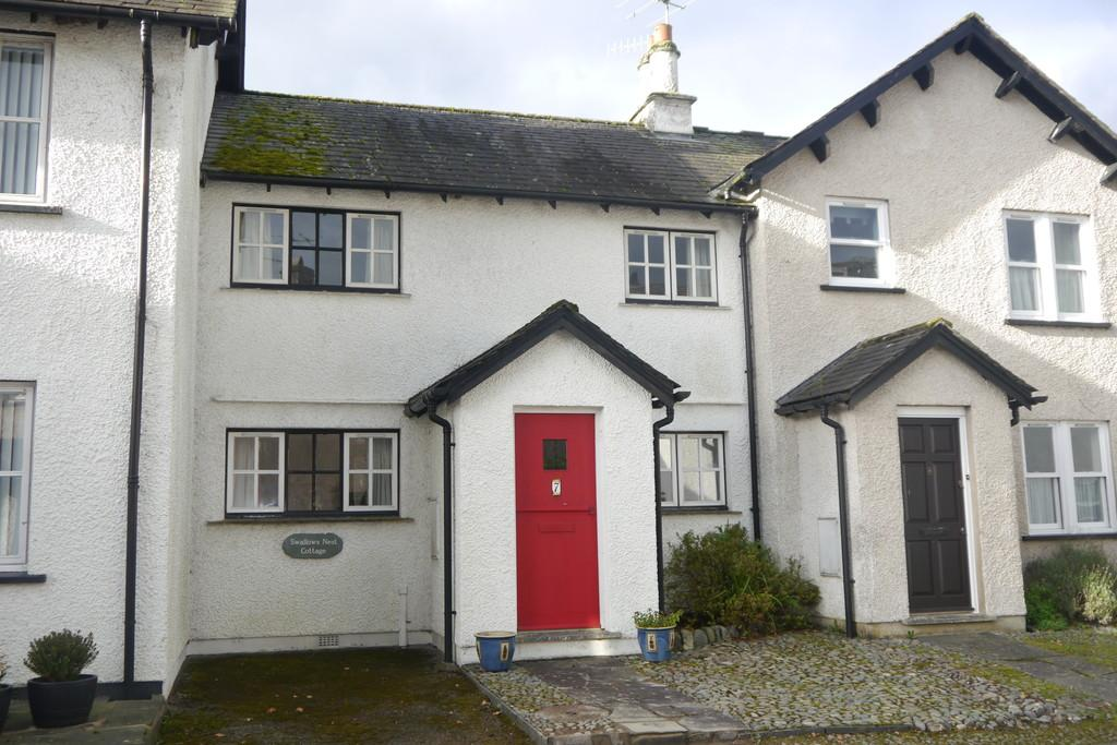 2 Bedrooms Terraced House for sale in Swallows Nest Cottage, 7 Kings Yard, Hakwshead, LA22 0QP