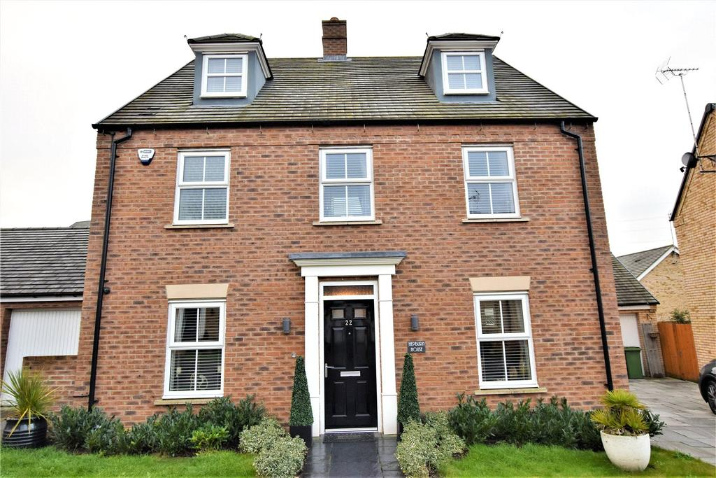 5 Bedrooms Detached House for sale in Raven Way, Leighton Buzzard, Bedforshire, LU7