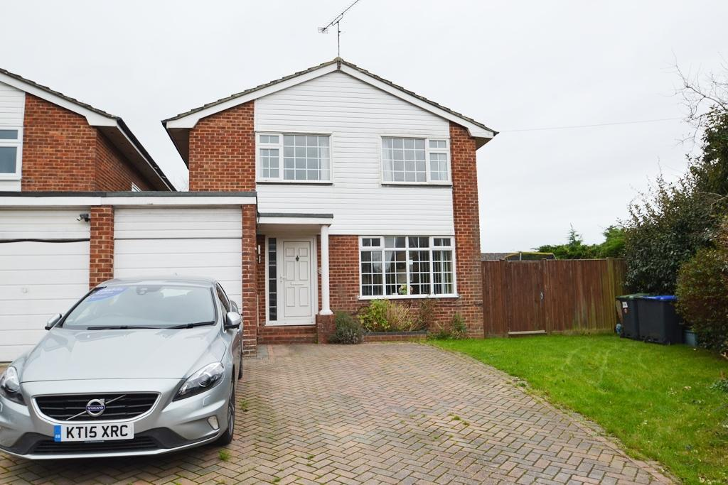 3 Bedrooms Detached House for sale in Loddon Close, Durrington, BN13 3LU