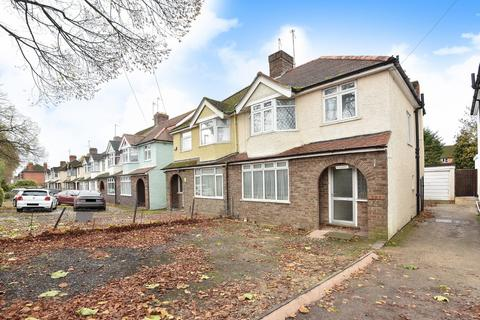 3 bedroom semi-detached house for sale - Nr Railway Station