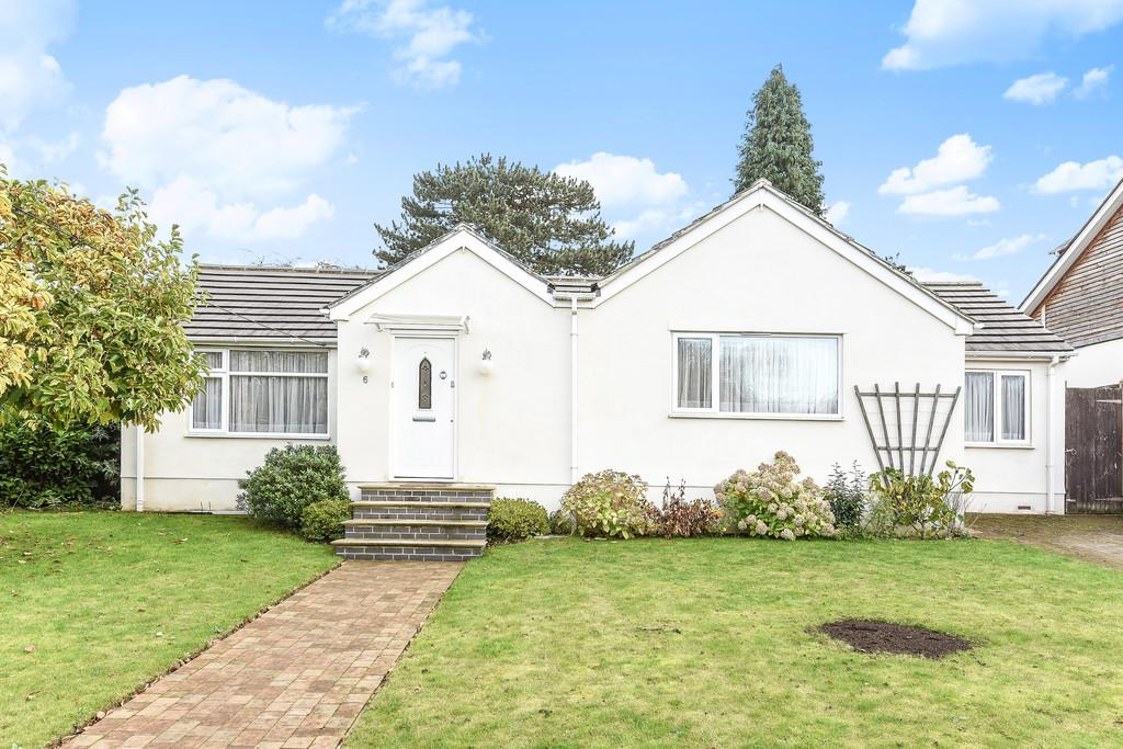 3 Bedrooms Detached Bungalow for sale in Pump Close, Leybourne