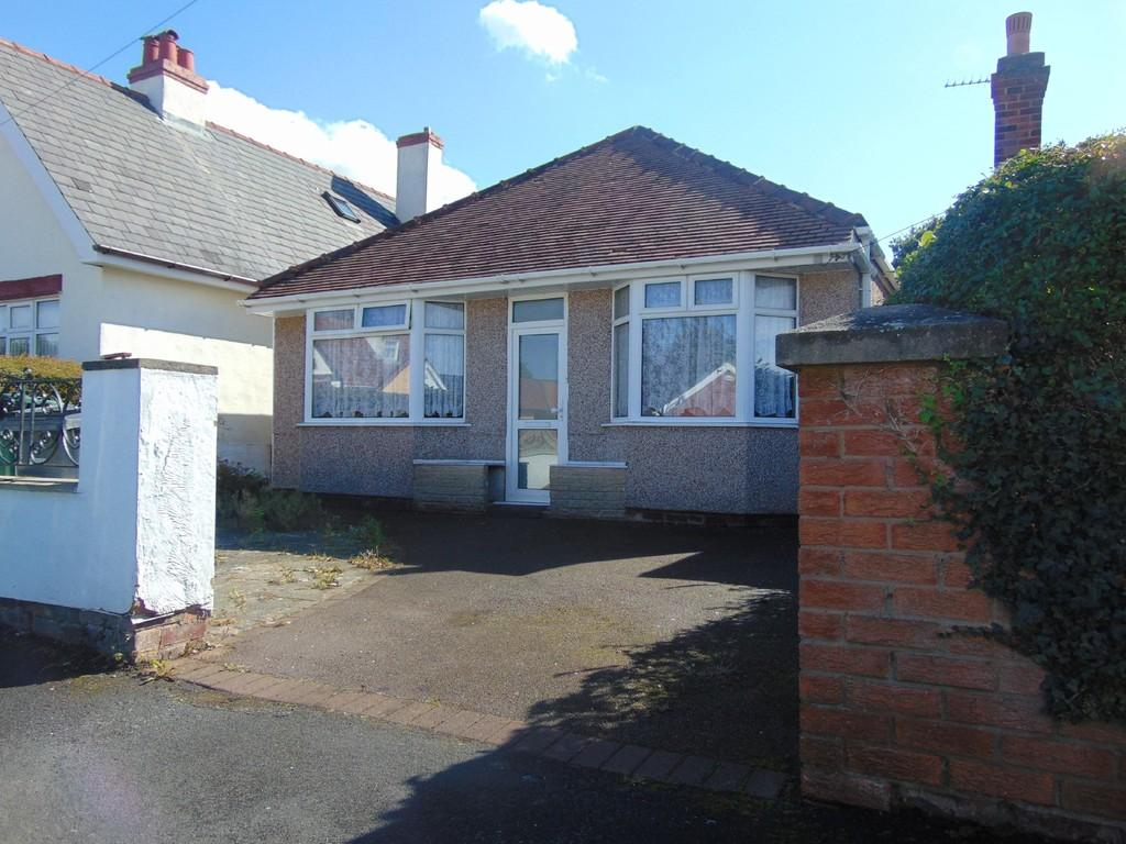 2 Bedrooms Detached Bungalow for sale in Reedvile Grove, Moreton