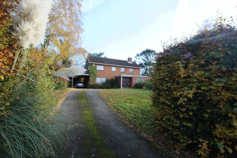 4 Bedrooms Detached House for sale in Old Hadlow Road, Tonbridge