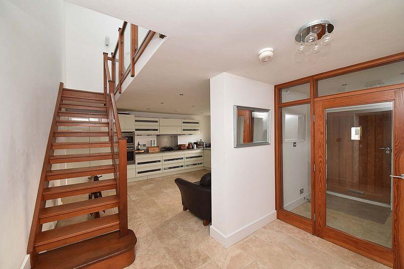 4 Bedrooms Semi Detached House for sale in Lovely barn conversion near Alderley Edge