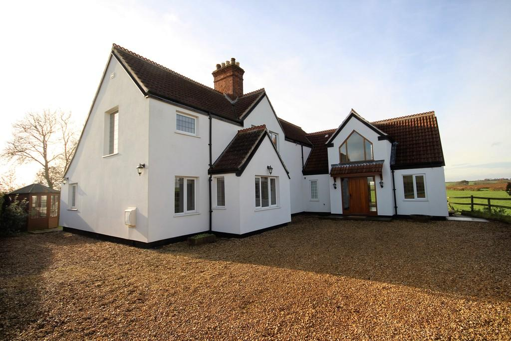 5 Bedrooms Detached House for sale in Main Road, Wycombe