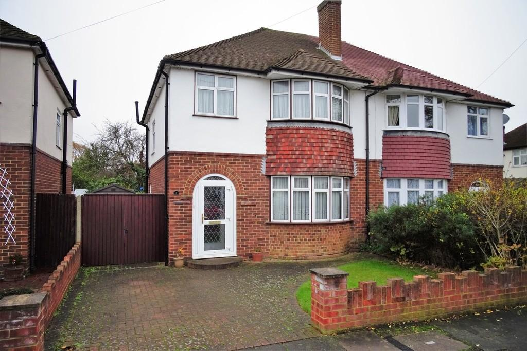 3 Bedrooms Semi Detached House for sale in Redleaves Avenue, Ashford, TW15