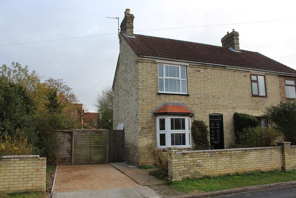 2 Bedrooms Semi Detached House for sale in Coppice Mead, Stotfold, Hitchin, SG5