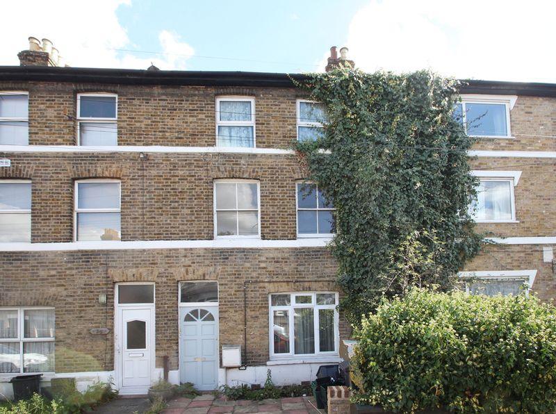 1 Bedroom Apartment Flat for sale in Churchfields Road. Beckenham
