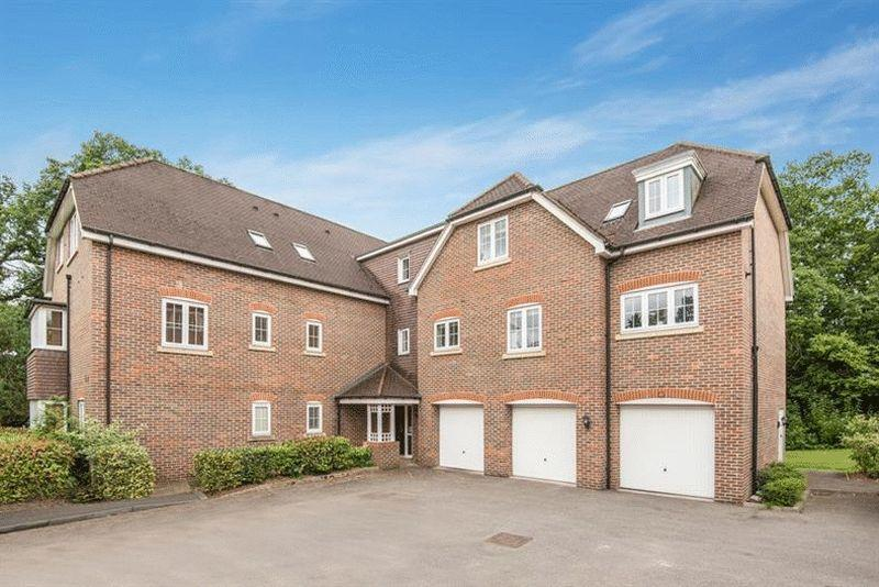 2 Bedrooms Apartment Flat for sale in Cranwells Lane, Farnham Common, Buckinghamshire SL2